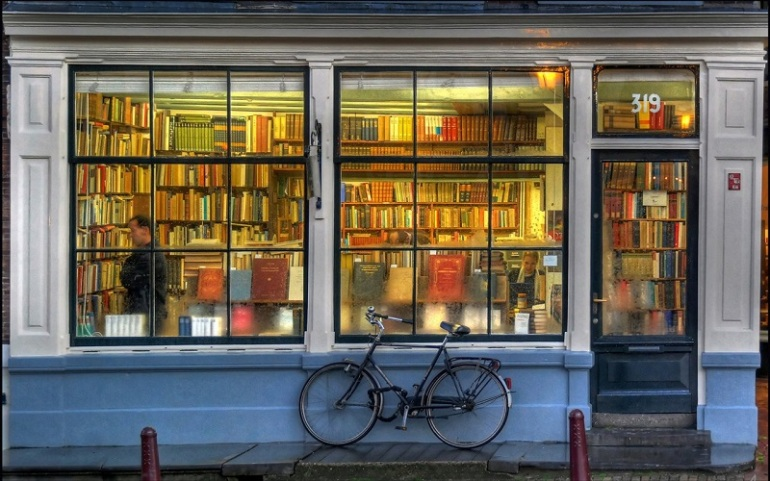bicycles-books-book-store-rain-wallpaper